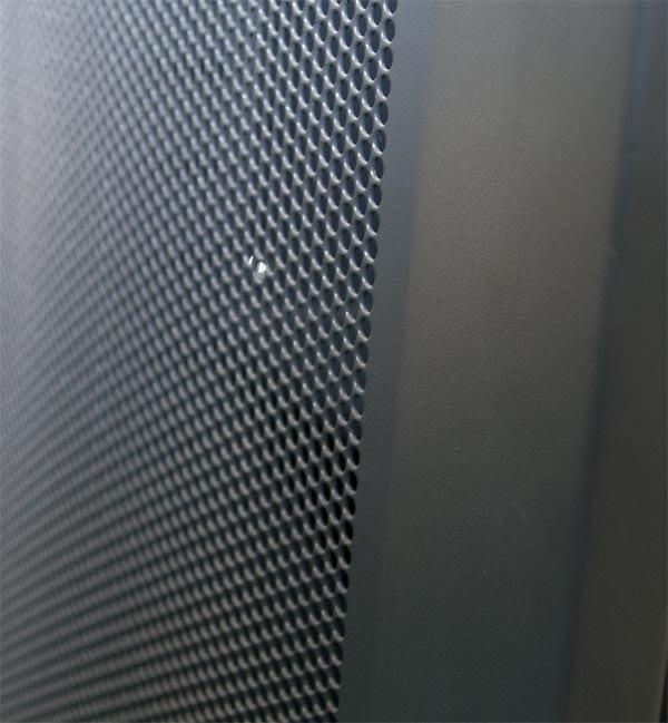 Keylockable curved mesh front door