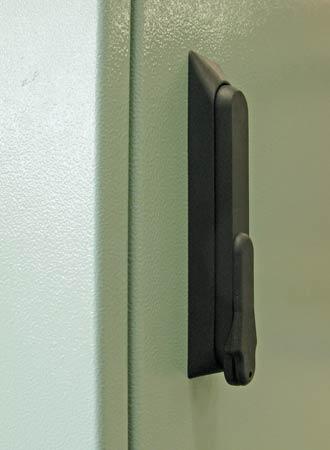 Low profile handle