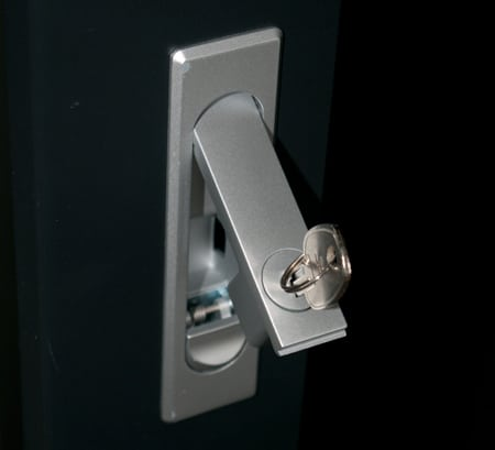 Keylockable swing handle